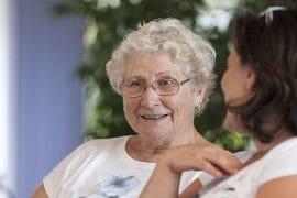 Personnes âgées souriantes