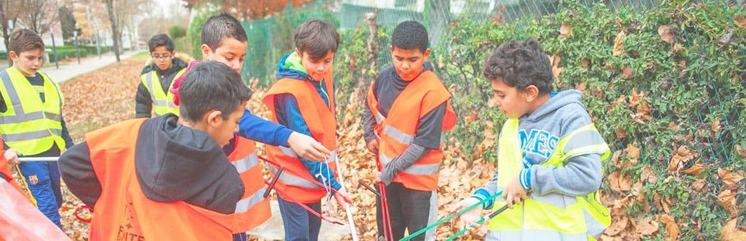 Jeunes Vaudais sur un chantier de nettoyage