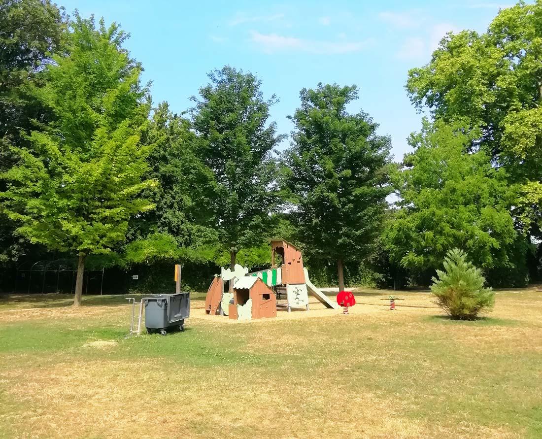 Aire de jeux pour enfants au parc Elsa Triolet