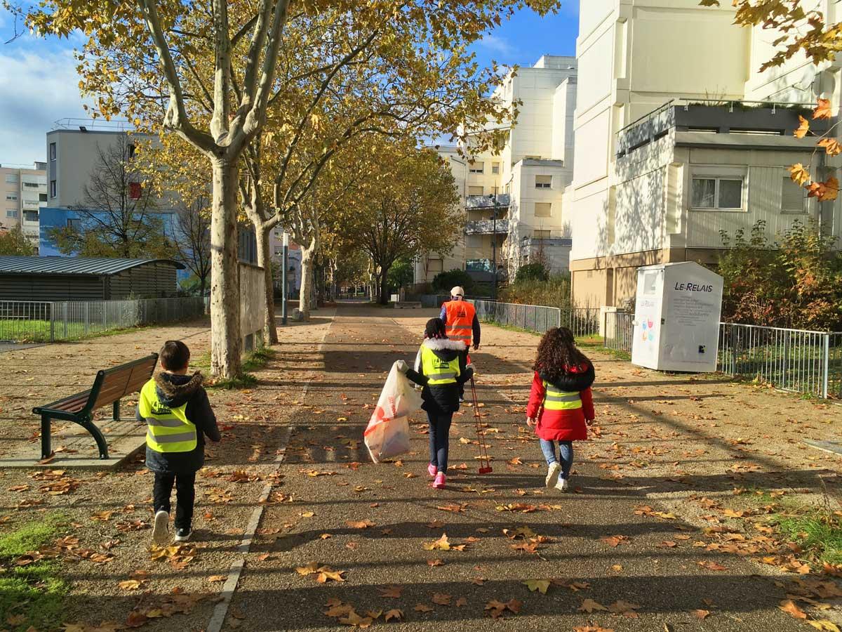 Opération de nettoyage Place Carmellino - Semaine européenne de réduction des déchets - novembre 2019