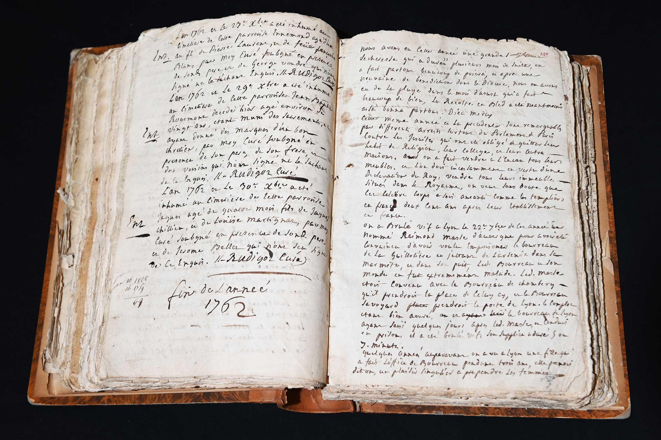 Archives municipales - Extrait des registres paroissiaux de 1762 - photographie Laurent Cerino © Ville de Vaulx-en-Velin
