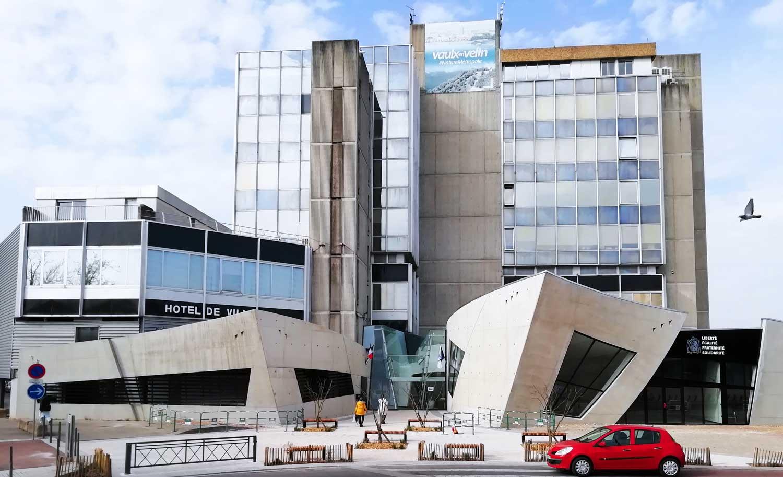Hôtel de Ville de Vaulx-en-Velin - Aménagements du parvis - octobre 2020
