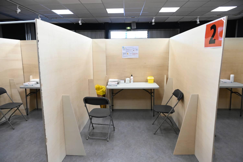 Box de vaccination au nouveau centre de vaccination au Centre Culturel Charlie-Chaplin