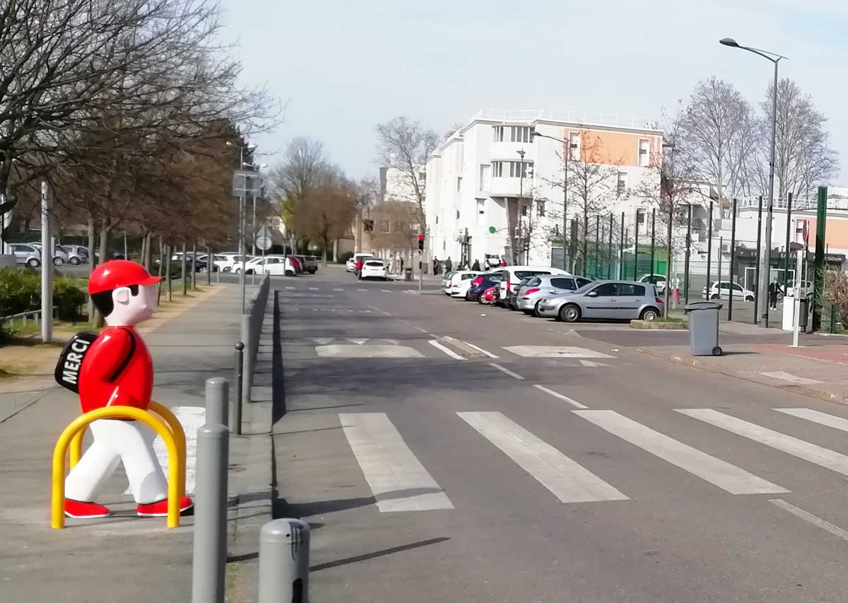 Figurines Arthur et Zoé, rue Robert Desnos - mars 2021
