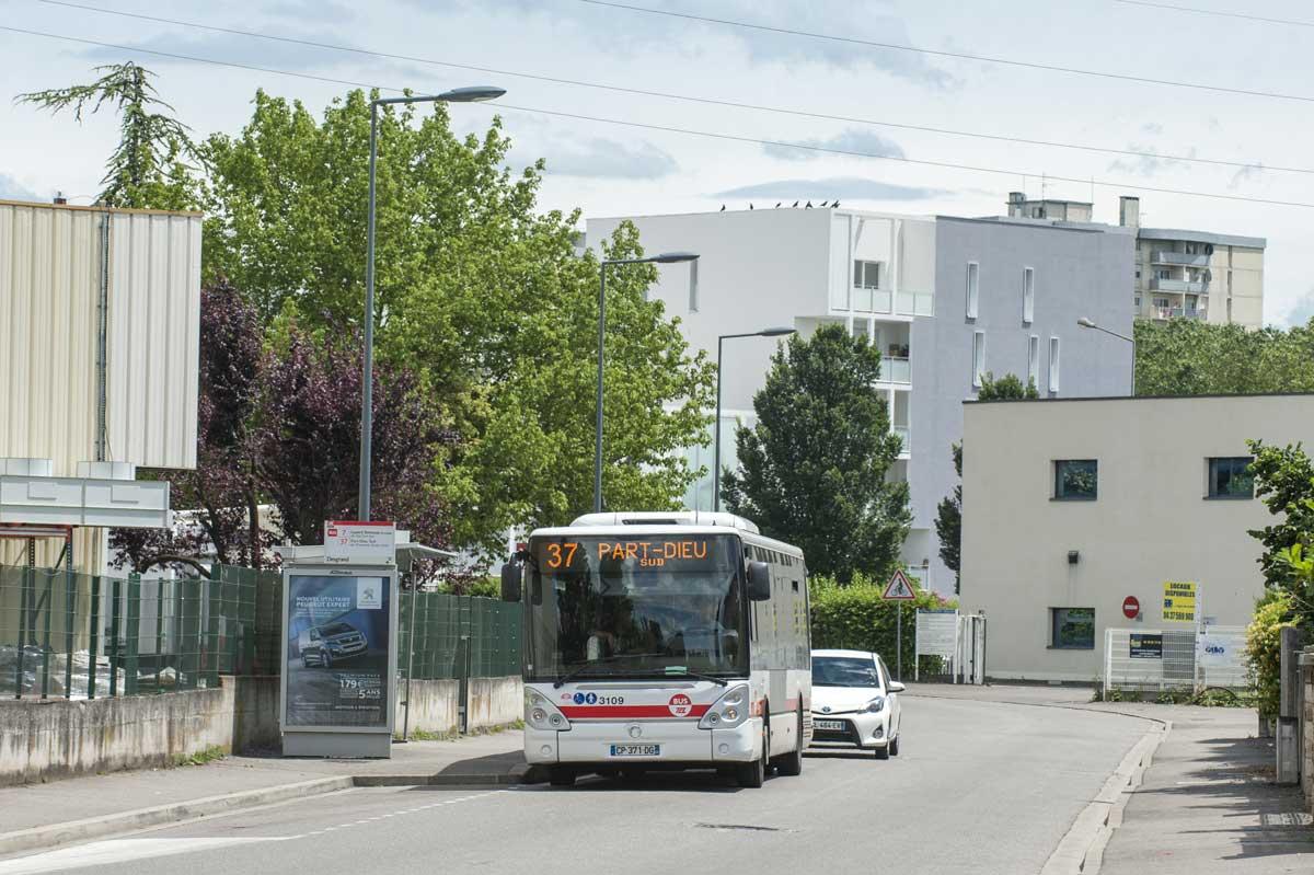 Bus 37 - arrêt Desgrand vers l'avenue d'Orcha - juin 2016