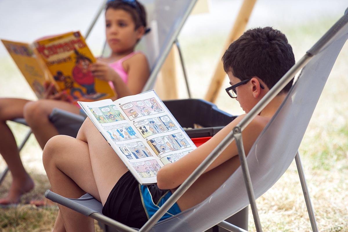 Livres a l\\\'eau - Les bibliotheques sur les plages du parc de Miribel Jonage - juillet 2016 Photo Thierry Chassepoux