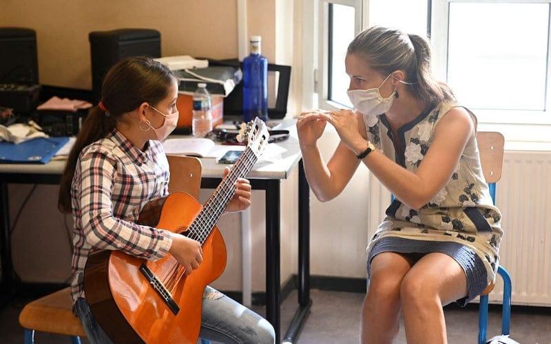Cours de guitare à l'École des Arts