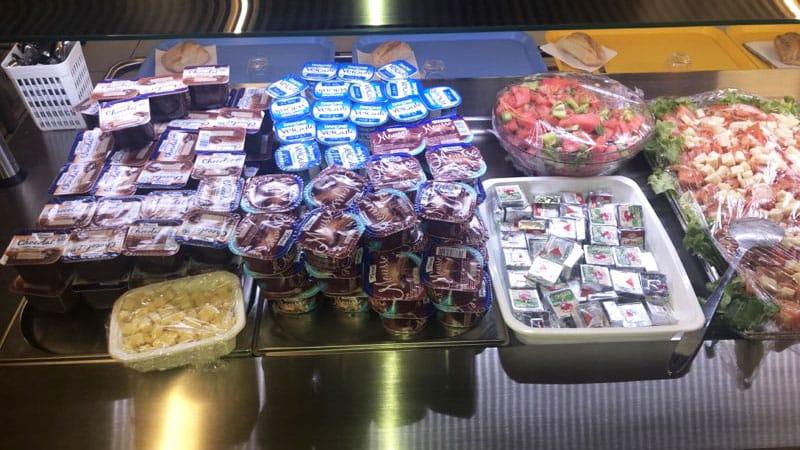 École Grand Clément - desserts au self service - mai 2021