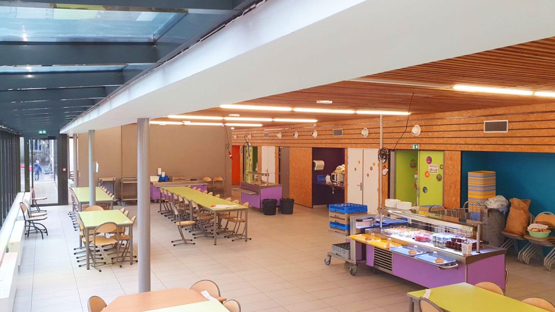 École Grand Clément - vue d\'ensemble de la cantine - mai 2021