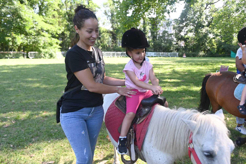 Activété 2021- Balades à poney - Parc Elsa-Triolet - ©Laurent Cerino
