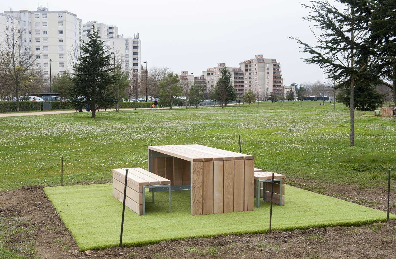 Tables et banc - Parc François Mitterrand
